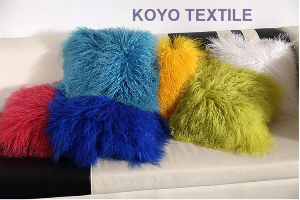 Modern Luxurious Decorative Blue Pink Green Yellow  Wool N Plush Big Animal Fur Pillow Sofa